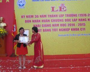 Hưng Việt M.E trao học bổng cho sinh viên nghèo vượt khó
